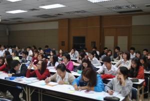 สภาพบรรยากาศของนักศึกษาให้ความสนใจในการเรียนรู้