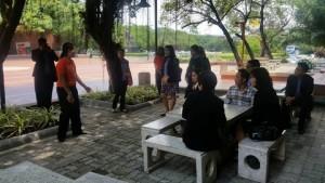 หน้าบริเวณห้องสมุดในสวน