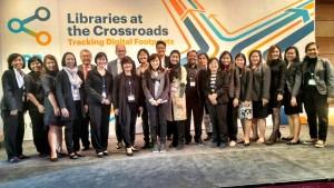 ทีมจากประเทศไทยถ่ายภาพกับผู้บริหาร OCLC