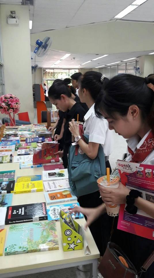 ผู้ใช้บริการสนใจหนังสือแนะนำ