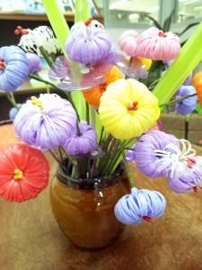 ดอกไม้จากหลอดพลาสติก