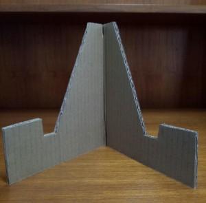 ที่วางหนังสือจากกล่องกระดาษ